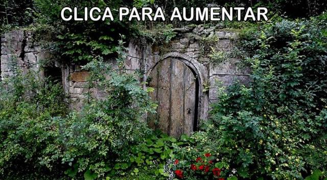 mulher_escondida_muro_a_1