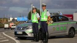 Um advogado passou um stop em frente ao carro da GNR... O que aconteceu a seguir é de doidos!