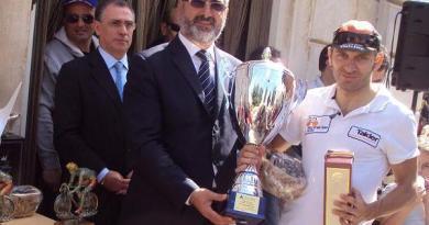 Giacarlo Grandolfo premiato dal sindaco di Bitetto