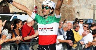 Paolo Colonna taglia il traguardo a braccia alzate