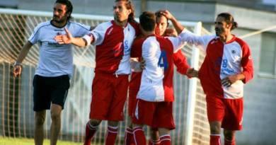 Lo sporting altamura festeggia il goal del 2 a 1 di D'Introno (foto di Francesco De Marinis)
