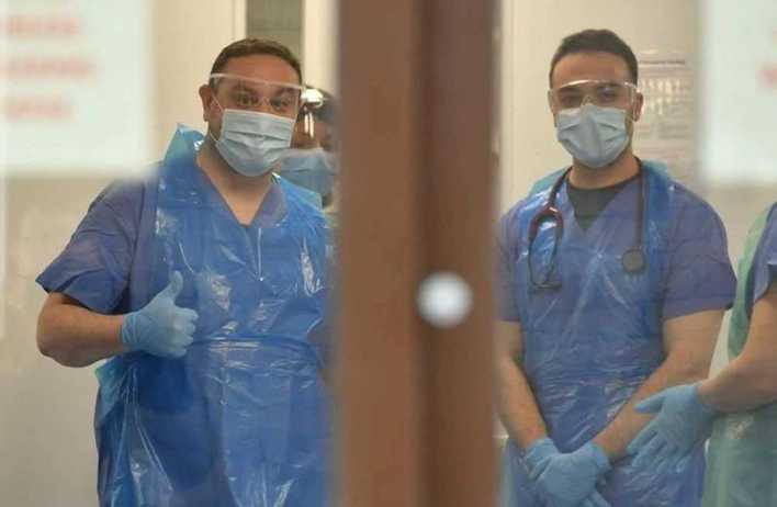 أطباء مستشفيات العزل دليل علاج والتعامل مع اعراض البرد والالتهاب الرئوي في ظل وباء كورونا