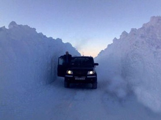 Massive snow drifts in Russia