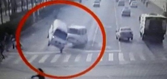 Levitating cars in China–mysterious force lifts autos or cable stuck in street sweeper?
