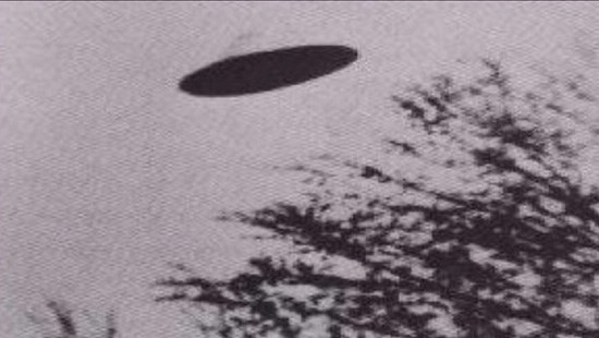 UFO over Redbud, Illinois taken by photographer Dean Morgan. April 23, 1950