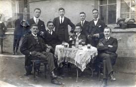 v. l. n.r.: stehend: unbekannt, Anton Henn, unbekannt, Josef Reuschenbach sitzend: Franz Hertling, Jakob Kappes, Wilhelm Rams, Ludwig Hardt