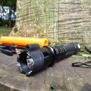 Linterna táctica, linterna con cono señalizador, lámpara táctica, lámpara swat, linterna SOS rescate, lámpara tactica recargable, linterna recargable