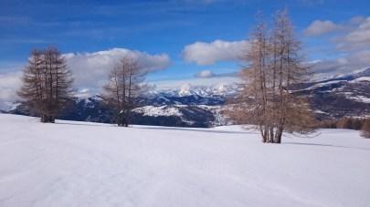 Les pistes de Beuil-Valberg et au loin les crêtes du Haut Var