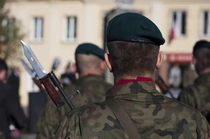 Que serait le ski français sans les douanes et l'armée ?