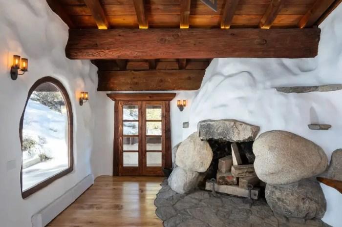 Ce chalet construit en neige est à vendre 2.2 millions d'Euros !