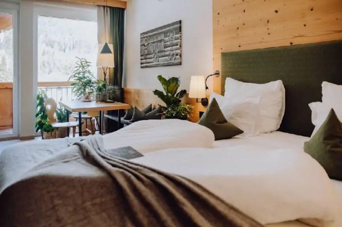 Dormir avec des plantes vertes dans un hôtel au pied des pistes de ski !