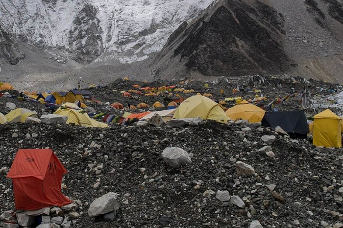 Everest : le covid s'installe et les records de permis sont dépassés !