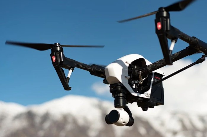 Etudier le camp de base et ses environs grâce aux drones et aux reconstitutions en 3D !