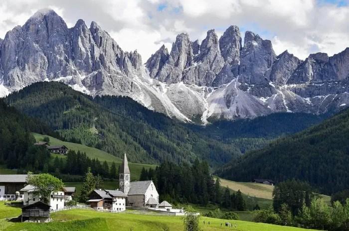 Quel est ce lien historique entre la France et les Dolomites ?