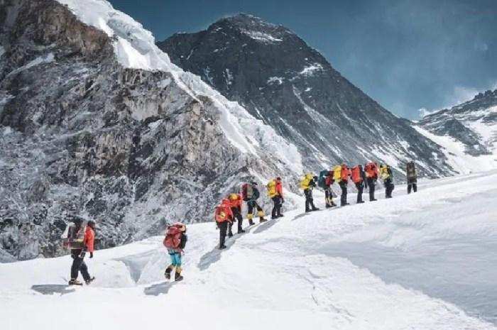 Deux sherpas pour un client : la nouvelle norme de l'Everest ?