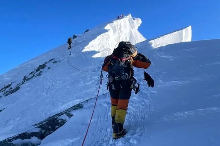 Fin de saison à l'Everest : comment récupérer un corps sans vie à 8.650 mètres ?