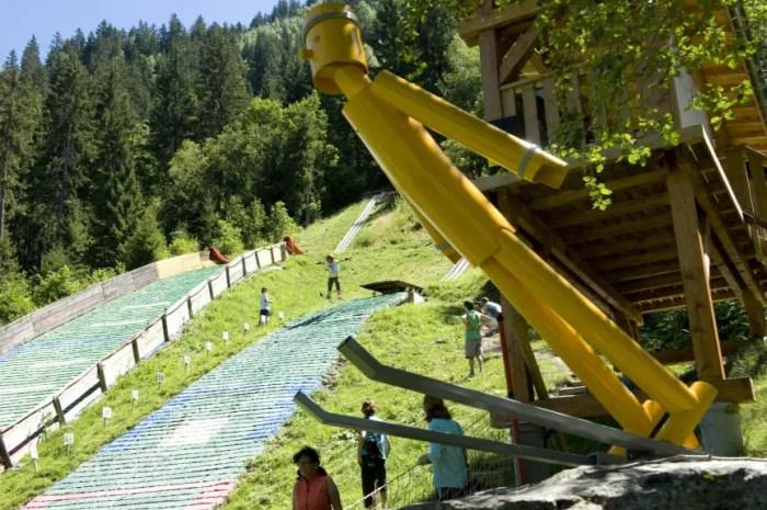 Cet été, je découvre le saut à ski sur un tremplin de 30 mètres !