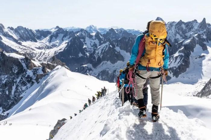 Une cordée record : 200 alpinistes à plus de 3.000m d'altitude