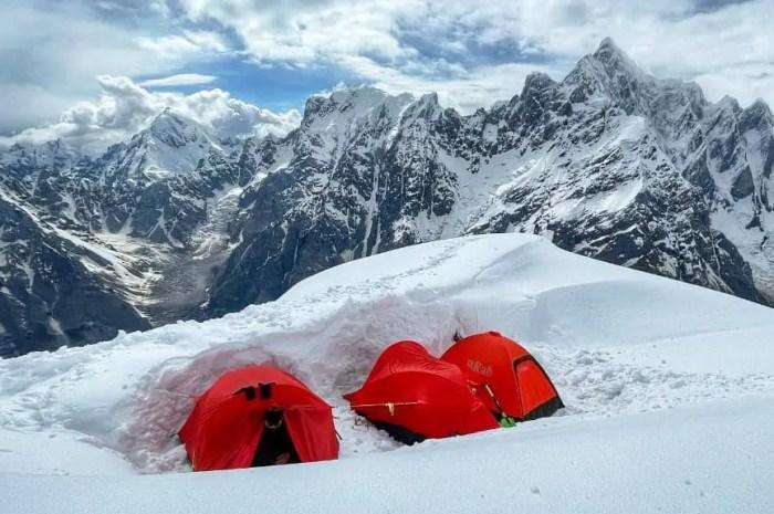 La plus haute montagne vierge ne se laisse pas conquérir facilement !