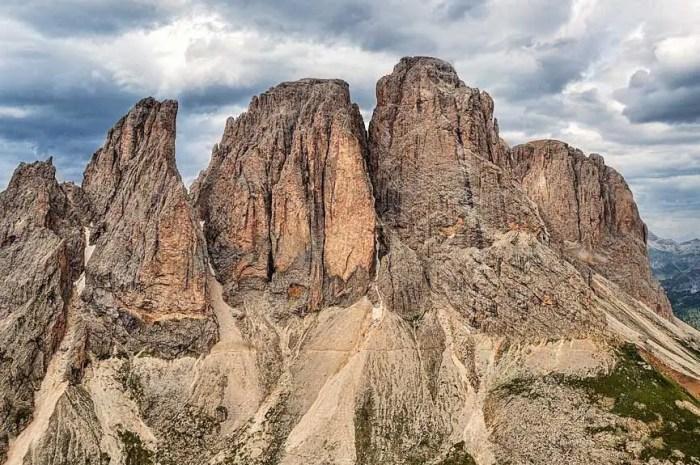 Effondrement impressionnant dans les Dolomites : un pan de montagne se détache !
