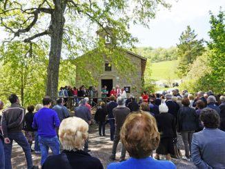 Borgo Sambuco Valfabbrica in festa il 25 aprile. Il borgo sorge a Valfabbrica lungo il Sentiero Francescano della Pace Assisi-Gubbio