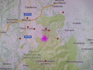 Fortissima scossa di magnitudo 5.4 a Macerata, a Gualdo Tadino gente in strada