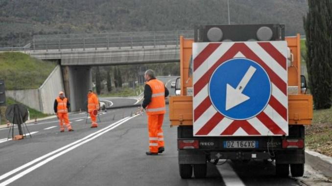 """Lavori di pavimentazione su rampe e bretella statale 219 """"Gubbio e Pian d'Assino"""""""