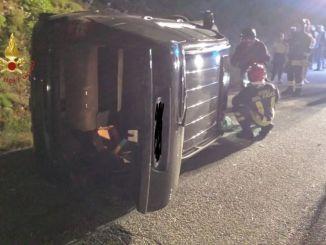 Incidente a Gualdo Tadino auto si ribalta lungo la Valsorda, ferito conducente