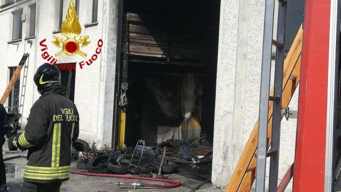 Incendio a all'interno di concessionaria auto a Gualdo Tadino