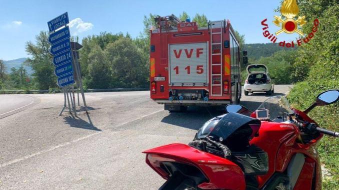 Incidente stradale a Gualdo Tadino, motociclista in ospedale a Branca