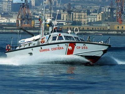 Motovedetta 253 Cantieri Canados - Ostia Lido - Scafo in quattro strati di lamellare di mogano incollati e posti a 45° spessore 24 mm