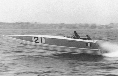 Barca Bill Bull Levi in navigazione