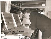 foto-Comandante-Peter-Du-Cane-dedica-Franco-Harrauer
