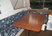 pozzetto divano ad L e tavolo abbassabile