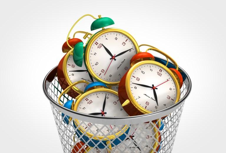 """""""Perder horas holgazaneando cuando realmente deberías estar intentando realizar importantes tareas diarias"""" = PROCRASTINACIÓN"""