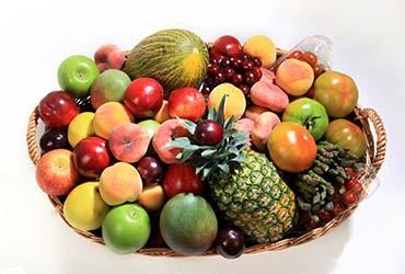 Es importante procurar incluir en los hábitos alimenticios la mayor variedad posible de frutas de temporada.