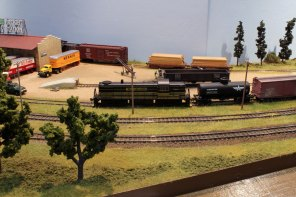 A RS3 shunts on 'Pine Bluffs Freight Yard'. The layout is owned by Alton Model Railway Group