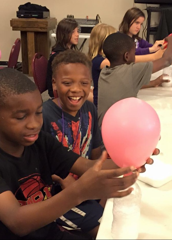 Kids Cafe 2015 Kenneth and Jericole with balloon