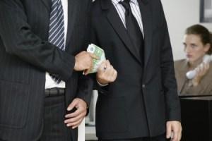 """Lucca, 5 """"uomini che contano"""" in manette per corruzione"""