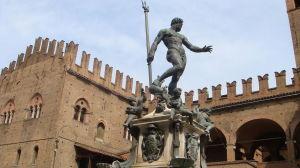 26 maggio Fontana_del_Nettuno_(e_Palazzo_Re_Enzo)