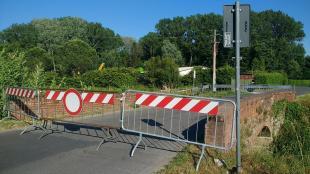 Il ponte sull'Ozzeri chiuso