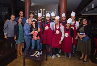 """I finalisti de """"Il piatto forte"""" assieme agli organizzatori"""