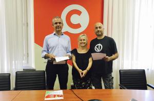 Francesco Caredio insieme ai rappresentanti di VeganOk Sauro Martella e Renata Balducci