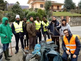 Il gruppo che stamani ha pulito i canali nella zona nord del territorio