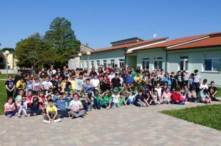 Foto di gruppo in occasione della piantumazione degli alberi