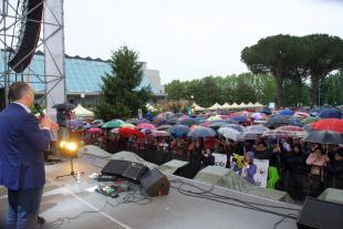 Il sindaco Menesini sul palco