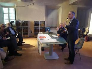 Il sindaco Luca Menesini interviene alla festa degli orti