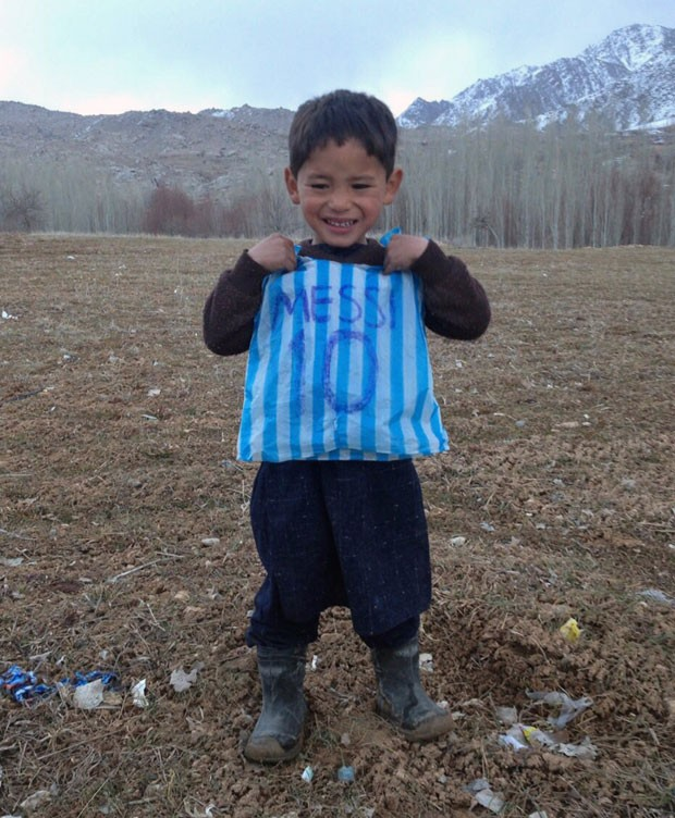 Foto de menino Murtaza, de 5 anos, virou sensação nas redes sociais (Foto: AFP)
