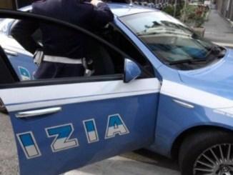 Tenta di impiccarsi, la polizia di Città di Castello lo salva