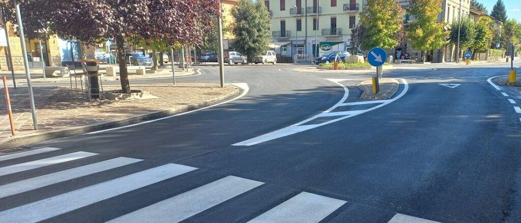 Umbertide, rotatoria di piazza Gramsci, completati gli interventi di asfaltatura